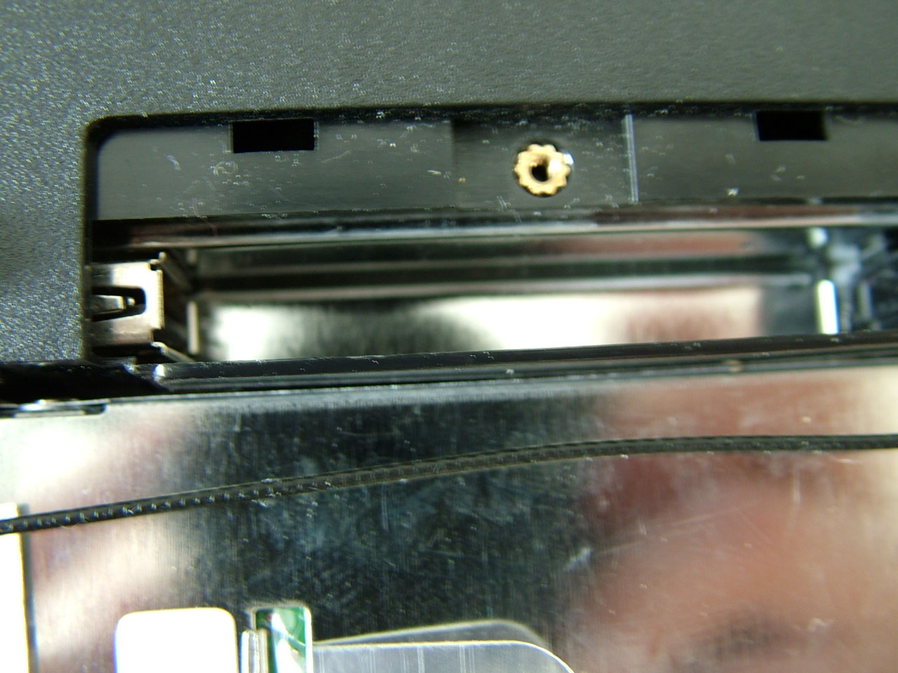 internal-usb-slot.jpg